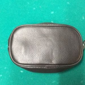 Small change purse with zipper closure